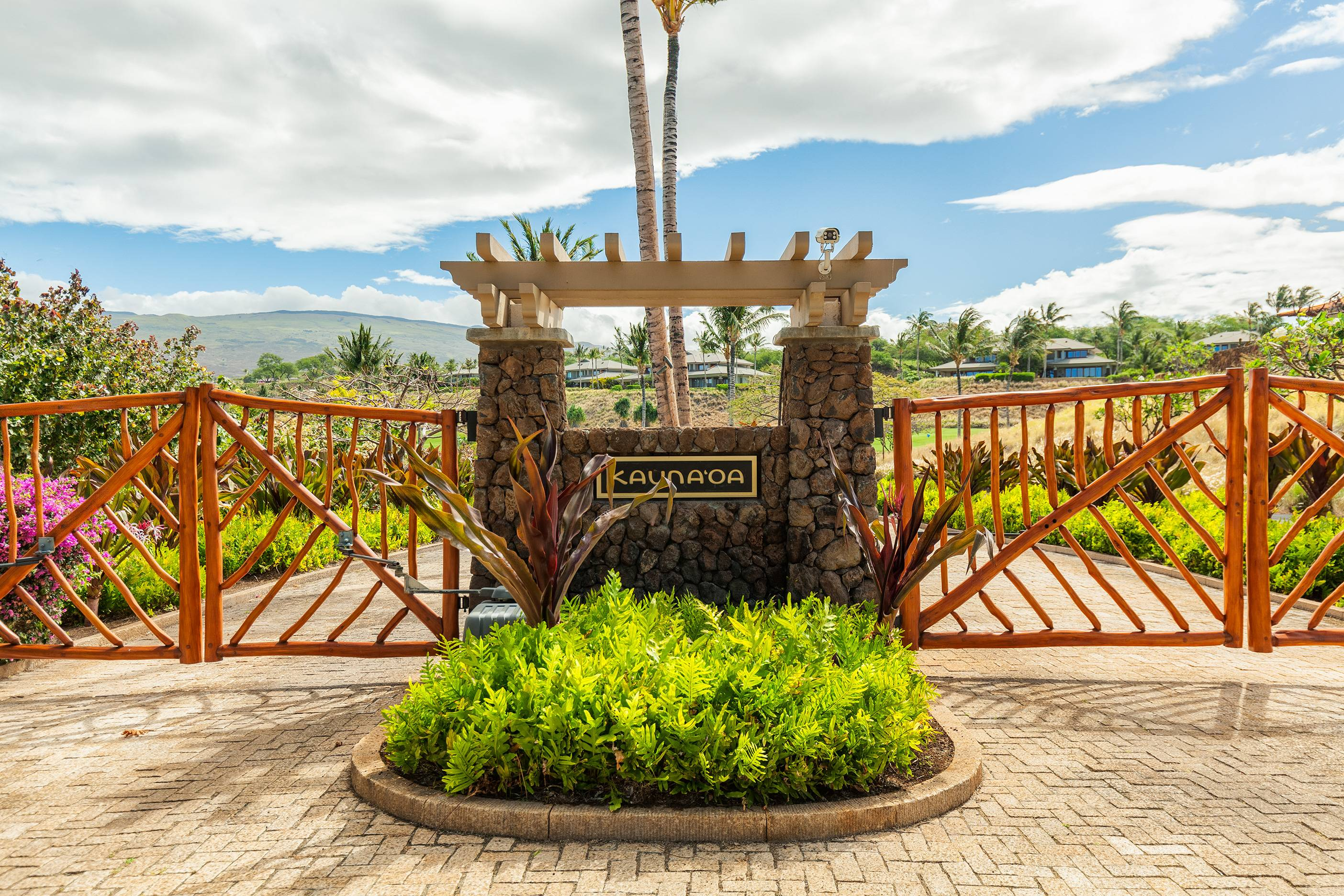 Kauna'oa at Mauna Kea Entrance